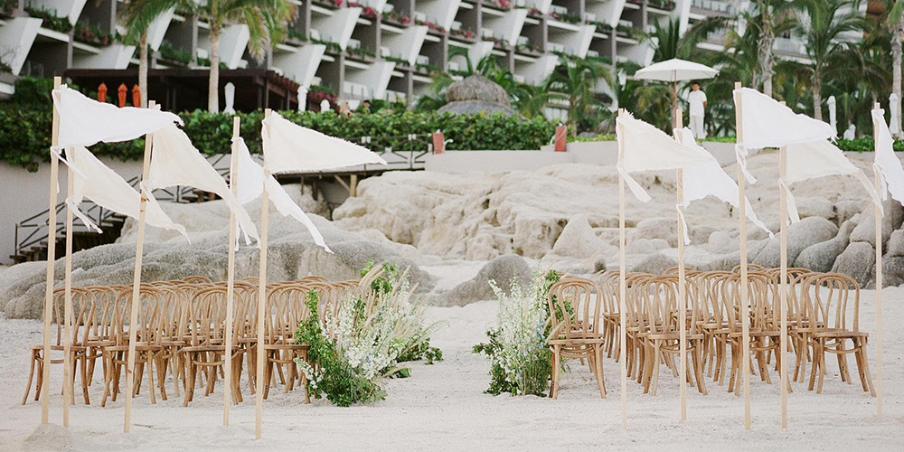 Organiza tu boda de playa - empieza con estos 4 tips para planear tu boda en Velas Weddings